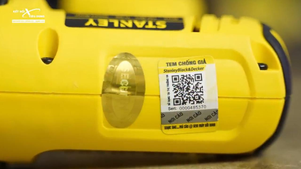 Anh em lưu ý kiểm tra tem chống giả trên thân máy để đảm bảo mua hàng chính hãng