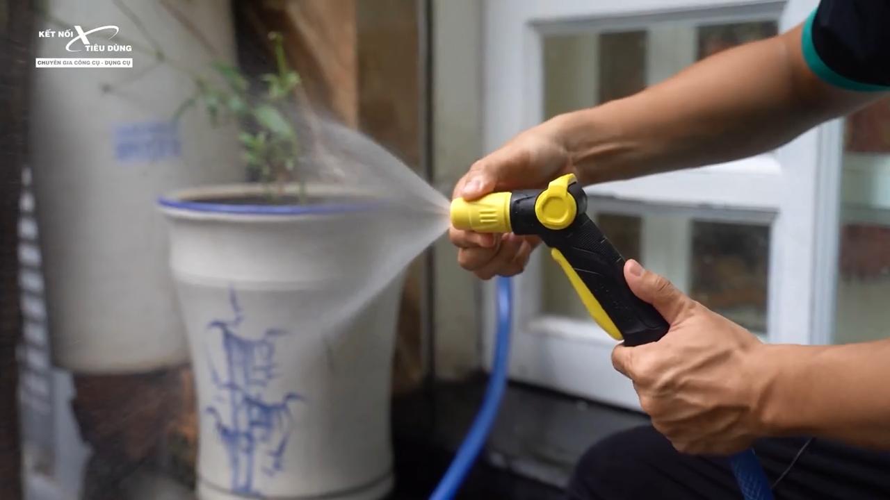 Súng bắn nước áp lực cao cho ra tia nước vô cùng mạnh mẽ