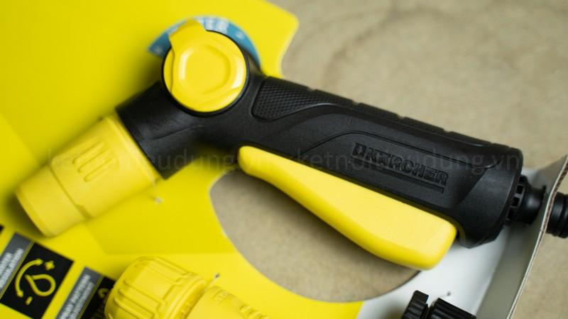 Vòi xịt nước thiết kế các khớp gắn linh hoạt, phù hợp với nhiều loại ống nước tiêu chuẩn