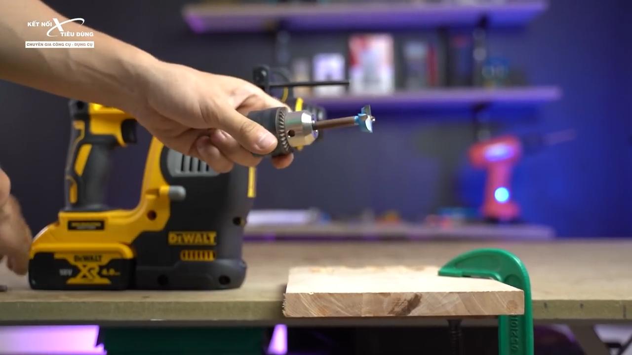 Bộ phận đầu cặp SDS PLUS giúp anh em tháo lắp mũi khoan đơn giản chỉ trong vài giây