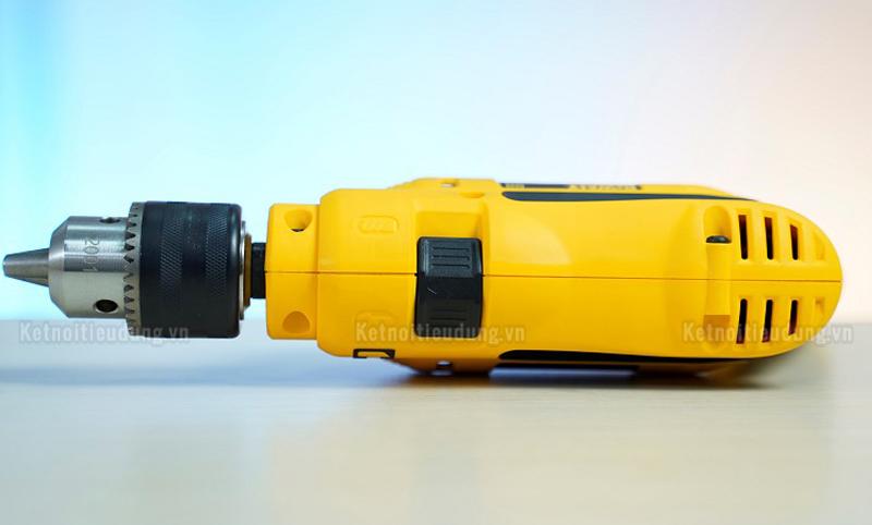 Máy khoan Dewalt DWD024 có thiết kế thân máy cứng cáp, mang đến khả năng vận hành ổn định