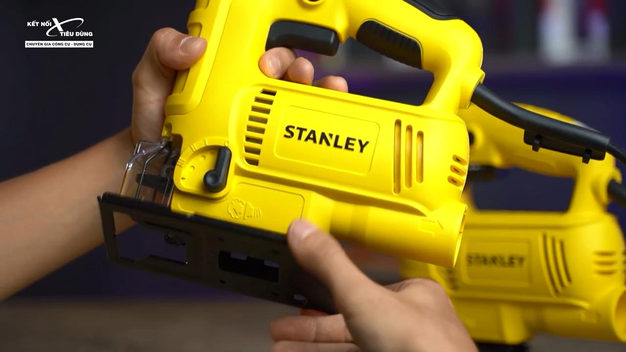 Phần đế máy làm bằng thép không gỉ, có thể điều chỉnh góc cắt dễ dàng
