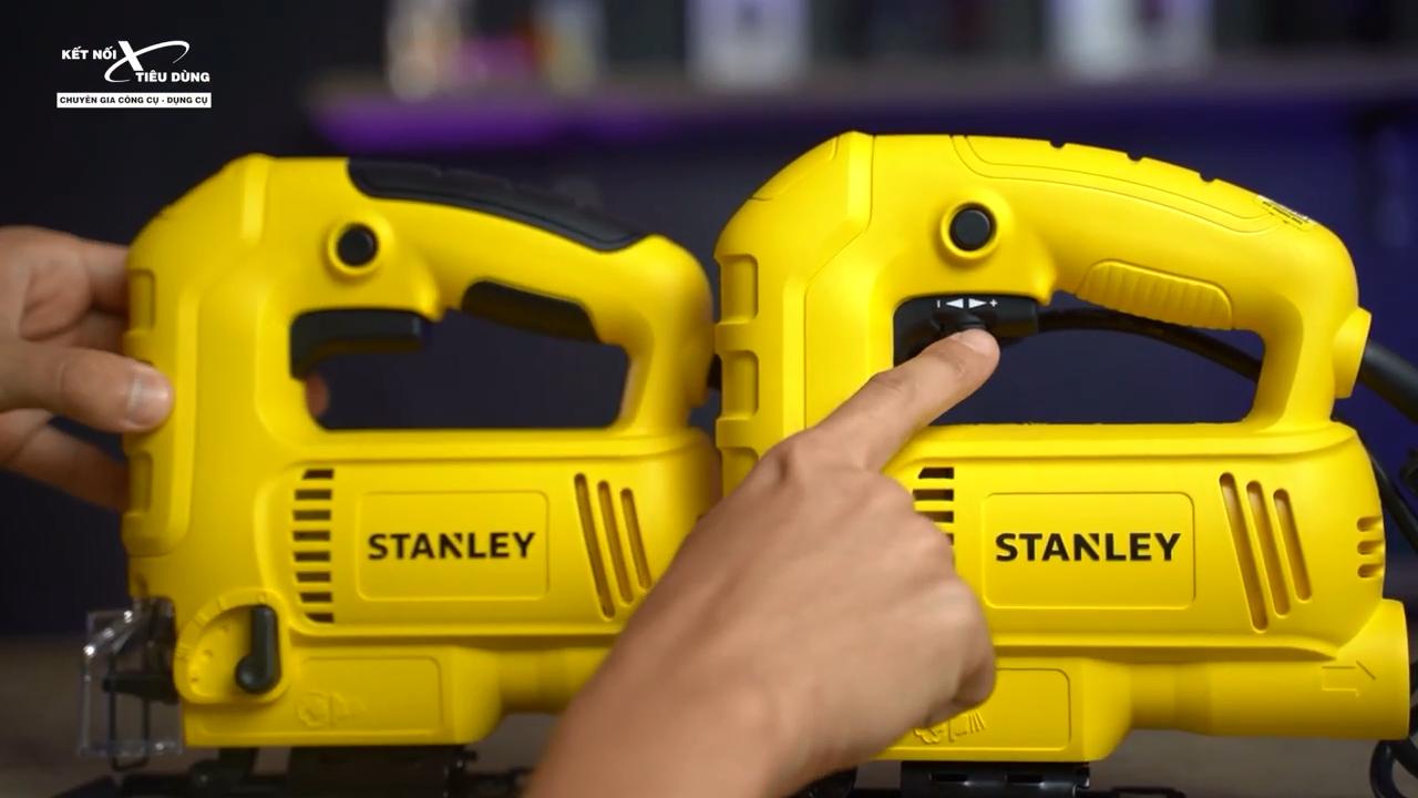 Núm điều chỉnh tốc độ của hai máy cưa lọng này được thiết kế ở vị trí không giống nhau