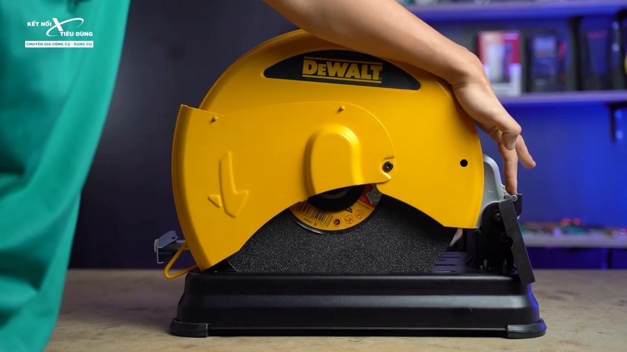 Một cải tiến dễ thấy nhất ở Dewalt D28730 là trục làm bằng chốt chứ không phải bằng xích như phiên bản cũ