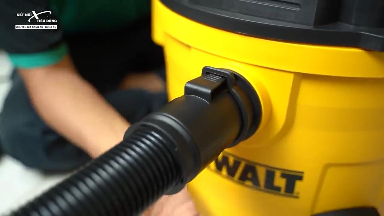 Ngoài khả năng hút bụi, máy còn có thể hút được chất lỏng đổ trên sàn nhà mà bạn không cần phải lau đi lau lại nhiều lần