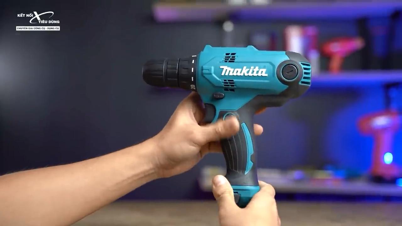 Máy khoan Makita DF0300 trang bị 2 chức năng như những chiếc khoan pin nhưng sử dụng nguồn điện