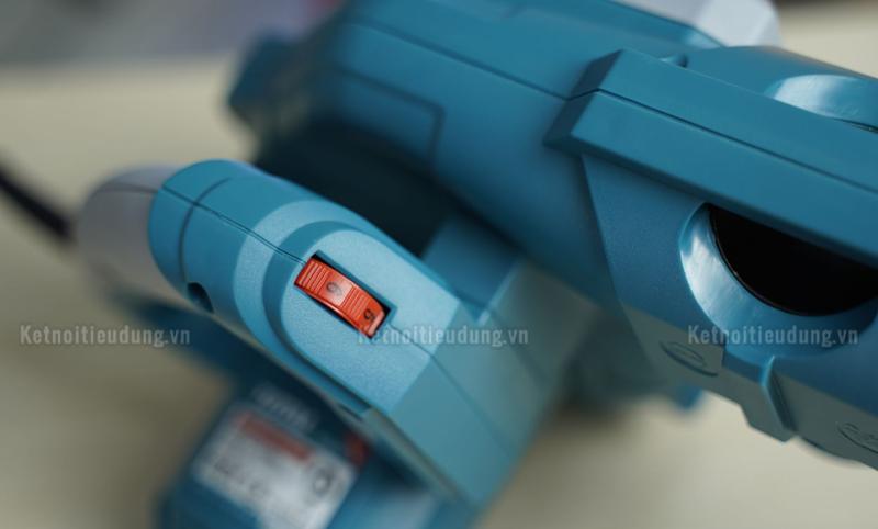 Thiết kế nút giữ cò và báng cầm thuận tiện dùng cho cả tay trái và tay phải