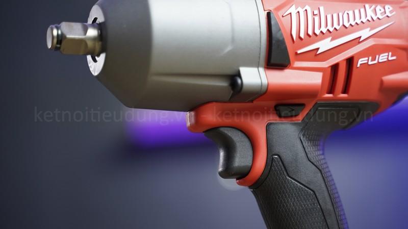 Máy vặn bu lông Milwaukee M18 FHIWF12 mang lại hiệu năng tối đa nhờ khả năng tháo ốc với lực siết mạnh mẽ