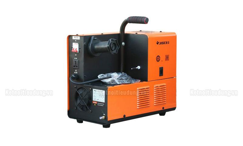 Máy hàn được tích hợp công nghệ IGBT nhằm giảm thiểu tiêu hao nhiệt và tiết kiệm năng lượng đáng kể