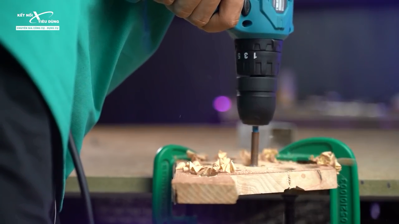 Máy hoạt động mạnh mẽ, khoan gỗ dễ dàng với đường kính lên đến 28mm