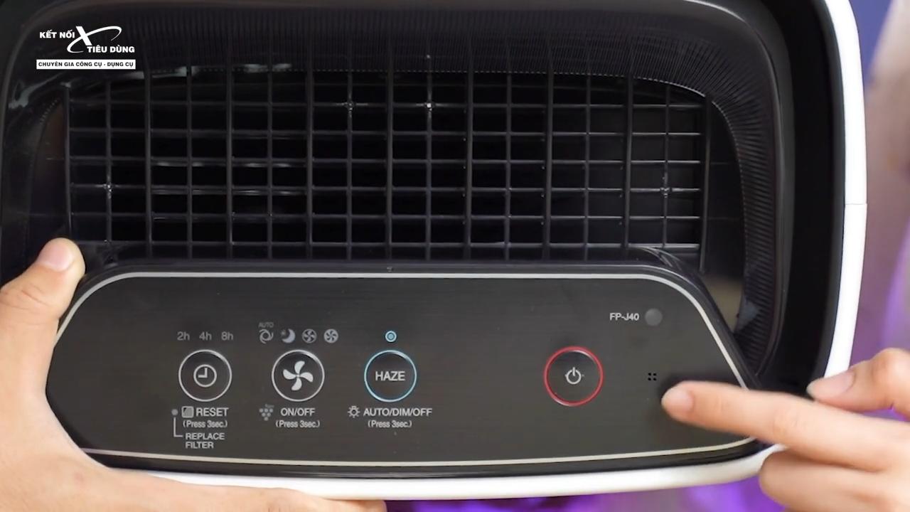 Máy lọc có khả năng cảm biến mùi, bụi và cảm biến ánh sáng mang lại sự tiện lợi cho người dùng