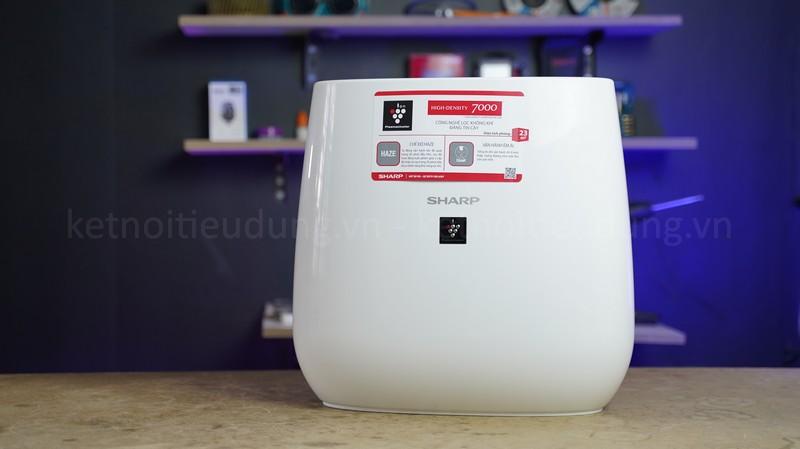 Máy lọc có thiết kế sang trọng, gọn nhẹ vừa giúp lọc không khí vừa làm vật trang trí trong nhà