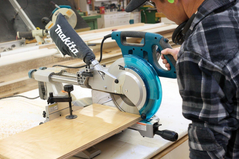 máy cắt bàn makita