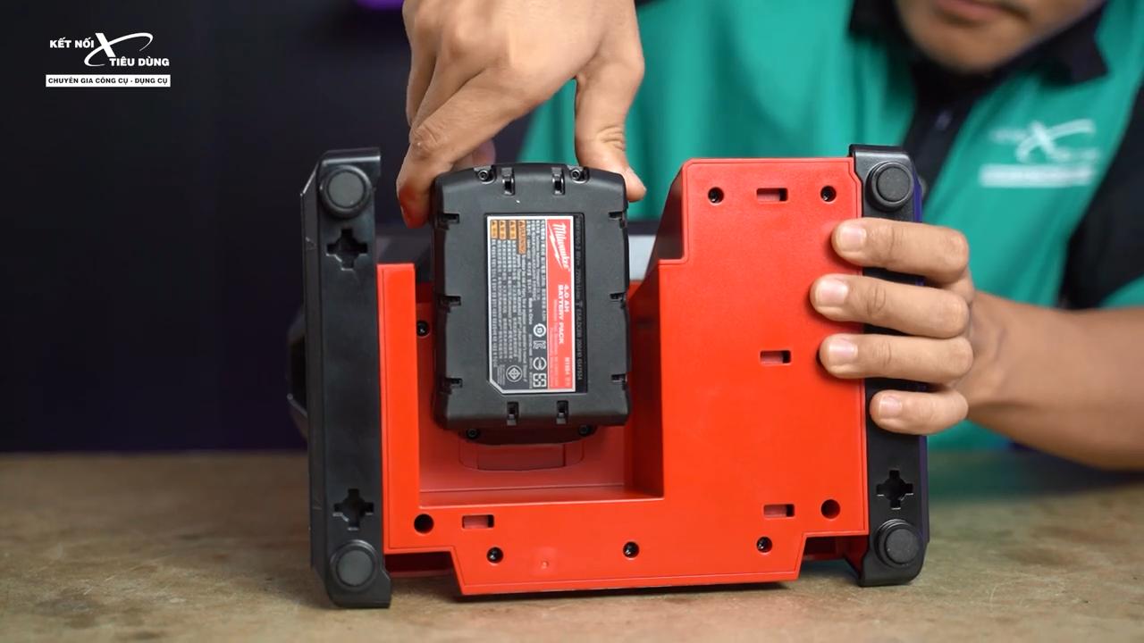 Viên pin 18V dung lượng lớn cho khả năng hoạt động trong thời gian dài mà không bị gián đoạn
