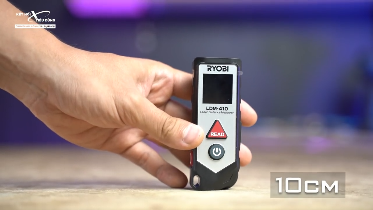 Máy đo khoảng cách Ryobi LDM - 410 - Ryobi LDM - 410 có kiểu dáng siêu gọn nhẹ, bỏ vừa túi áo khi anh em sử dụng đi công trình hay thiết kế, thi công