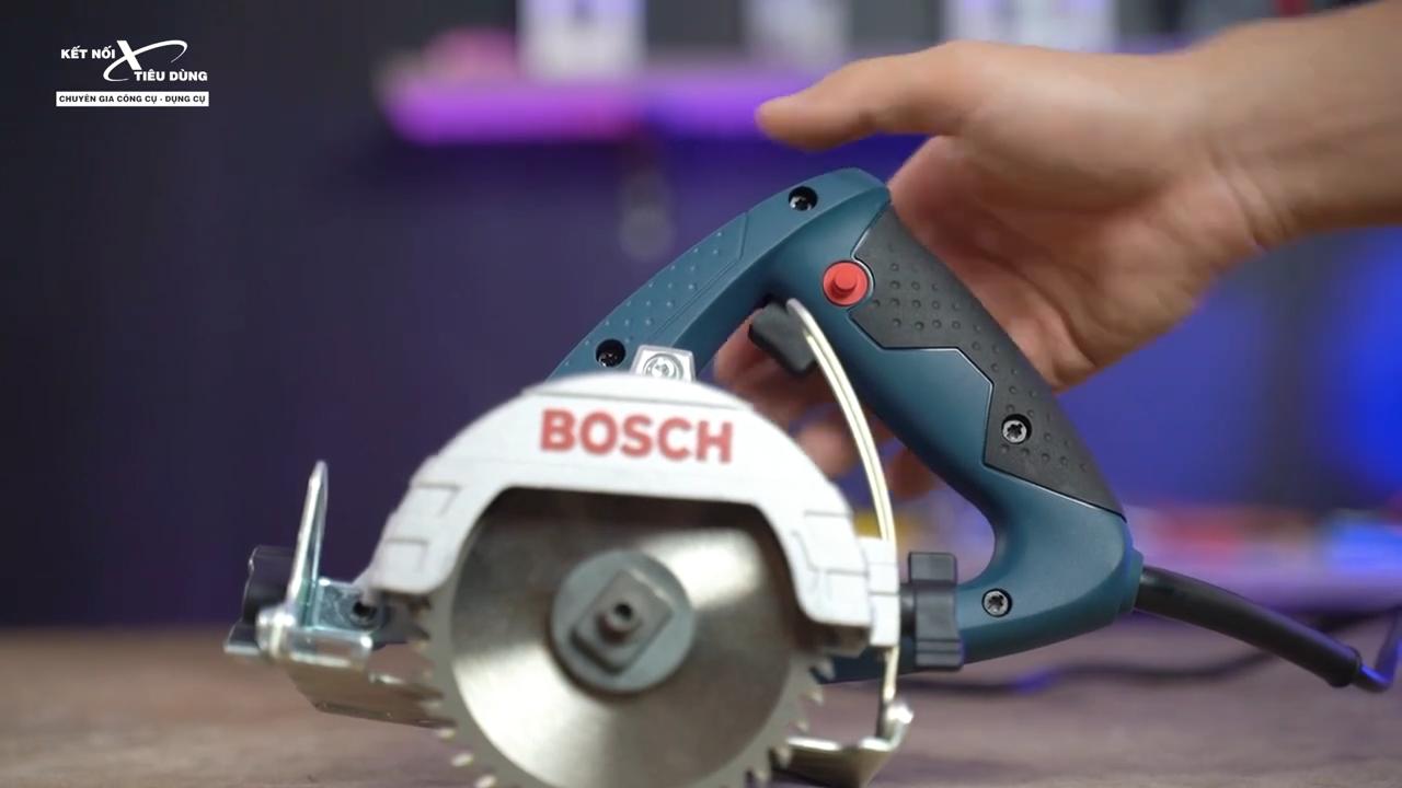 Tay cầm được thiết kế với độ ma sát cao giúp cầm nắm chắc chắn và hạn chế trơn trượt trong quá trình vận hành