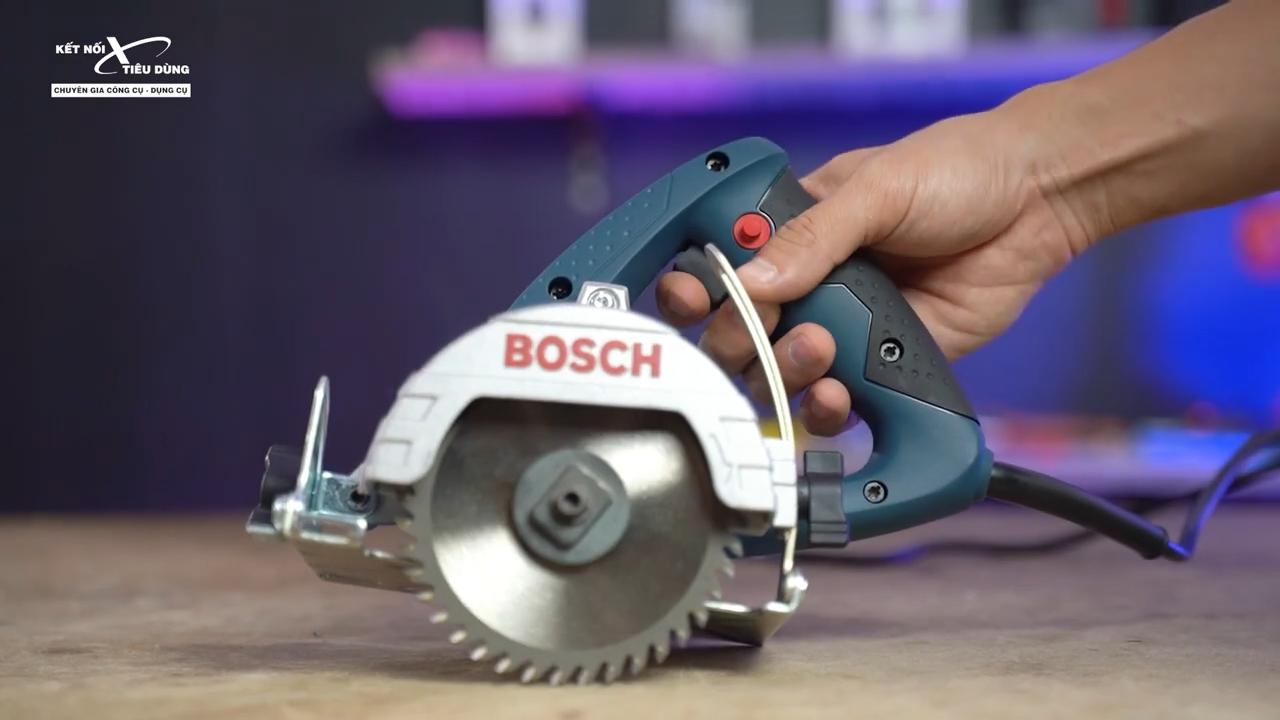Thiết kế máy cắt nhỏ gọn, tay cầm chắc chắn sử dụng linh hoạt trong quá trình cưa cắt vật liệu