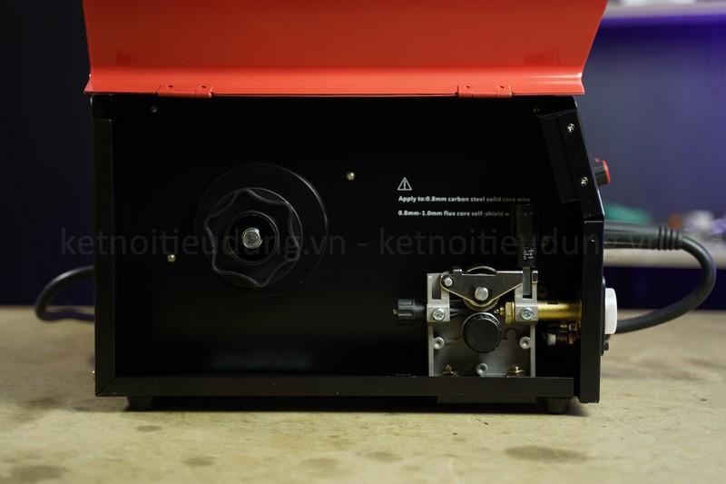 Weldcom Multimag V2000 được trang bị đèn báo quá tải giúp giúp máy làm việc bền bỉ và tiết kiệm điện hơn