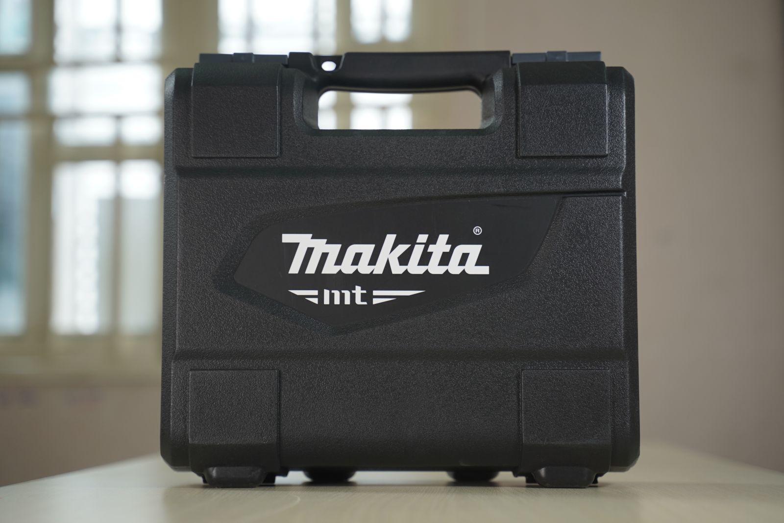 may-khoan-bua-26-phu-kien-makita-M8100KX2B-710W-0