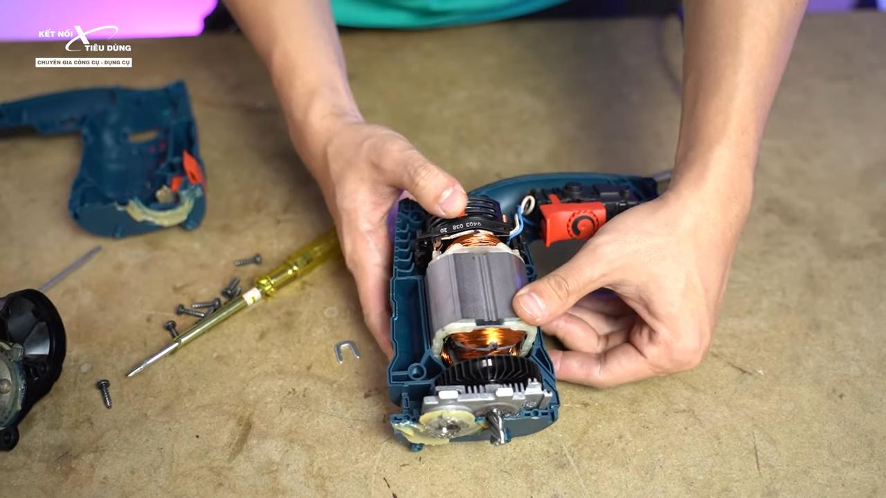 Cách mở máy khoan Bosch GSB 16RE thay chổi than, rotor, stator, cò điều tốc - bên trong máy khoan sau khi anh em tháo phần vỏ ra