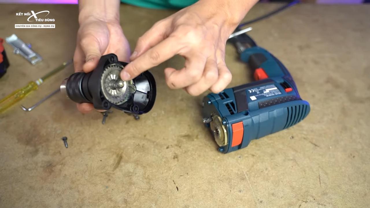 Cách mở máy khoan Bosch GSB 16RE thay chổi than, rotor, stator, cò điều tốc - nhẹ nhàng tháo phần đầu máy khoan