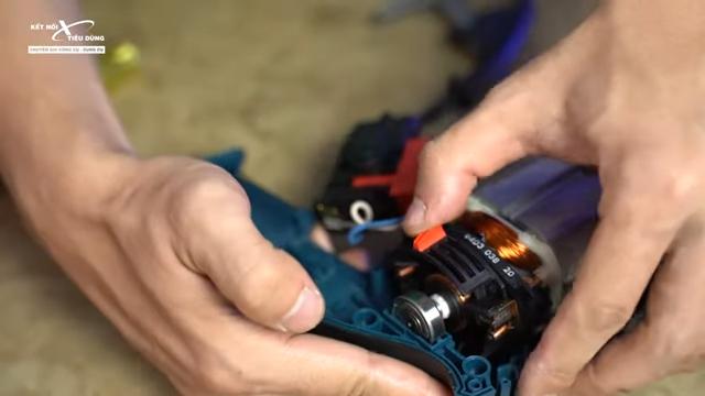 Cách mở máy khoan Bosch GSB 16RE thay chổi than, rotor, stator, cò điều tốc - thay chổi than cho máy khoan Bosch GSB 16RE