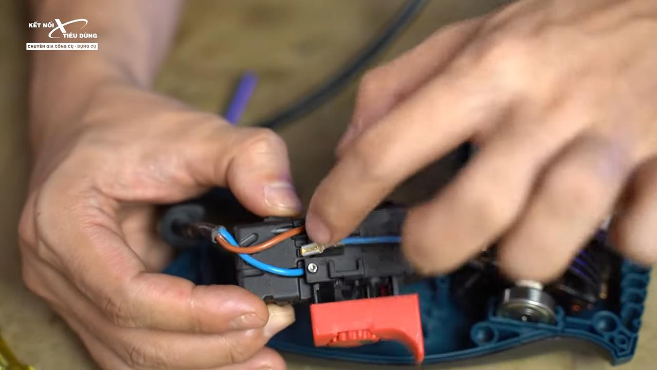Cách mở máy khoan Bosch GSB 16RE thay chổi than, rotor, stator, cò điều tốc - thay cò điều tốc cho máy khoan Bosch GSB 16RE