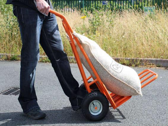 Lựa chọn xe đẩy phù hợp với khối lượng hàng hóa sẽ đảm bảo độ bền cho xe đẩy