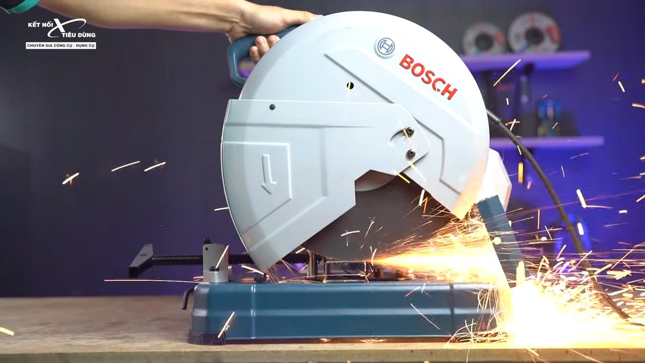 Máy cắt sắt Bosch GCO 14-24 liệu có ngon trong tầm giá - máy cắt sắt được trang bị công lực ấn tượng cho khả năng cưa cắt mạnh mẽ