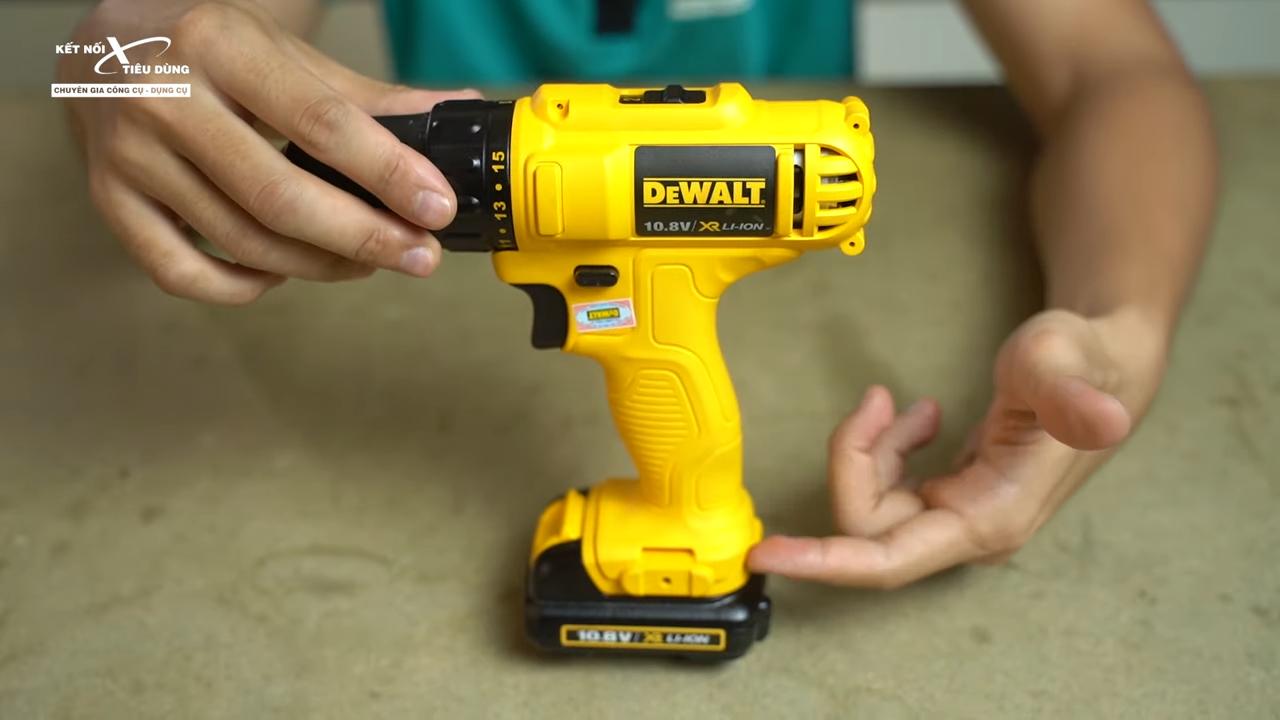 Máy khoan bắn vít pin cực rẻ của Dewalt - DCD700C1, DCD700C2 - máy khoan Dewalt được thiết kế nhỏ gọn lý tưởng giúp anh em sử dụng tiện lợi ở mọi nơi làm việc