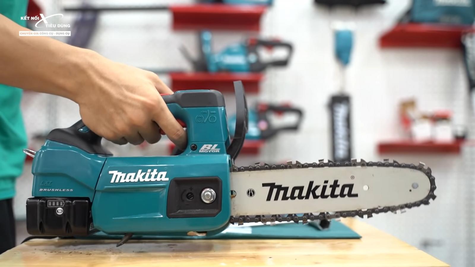 Review máy cưa xích mini Makita DUC254 không chổi than, ngắn tũn mà cưa cây to ngon lành