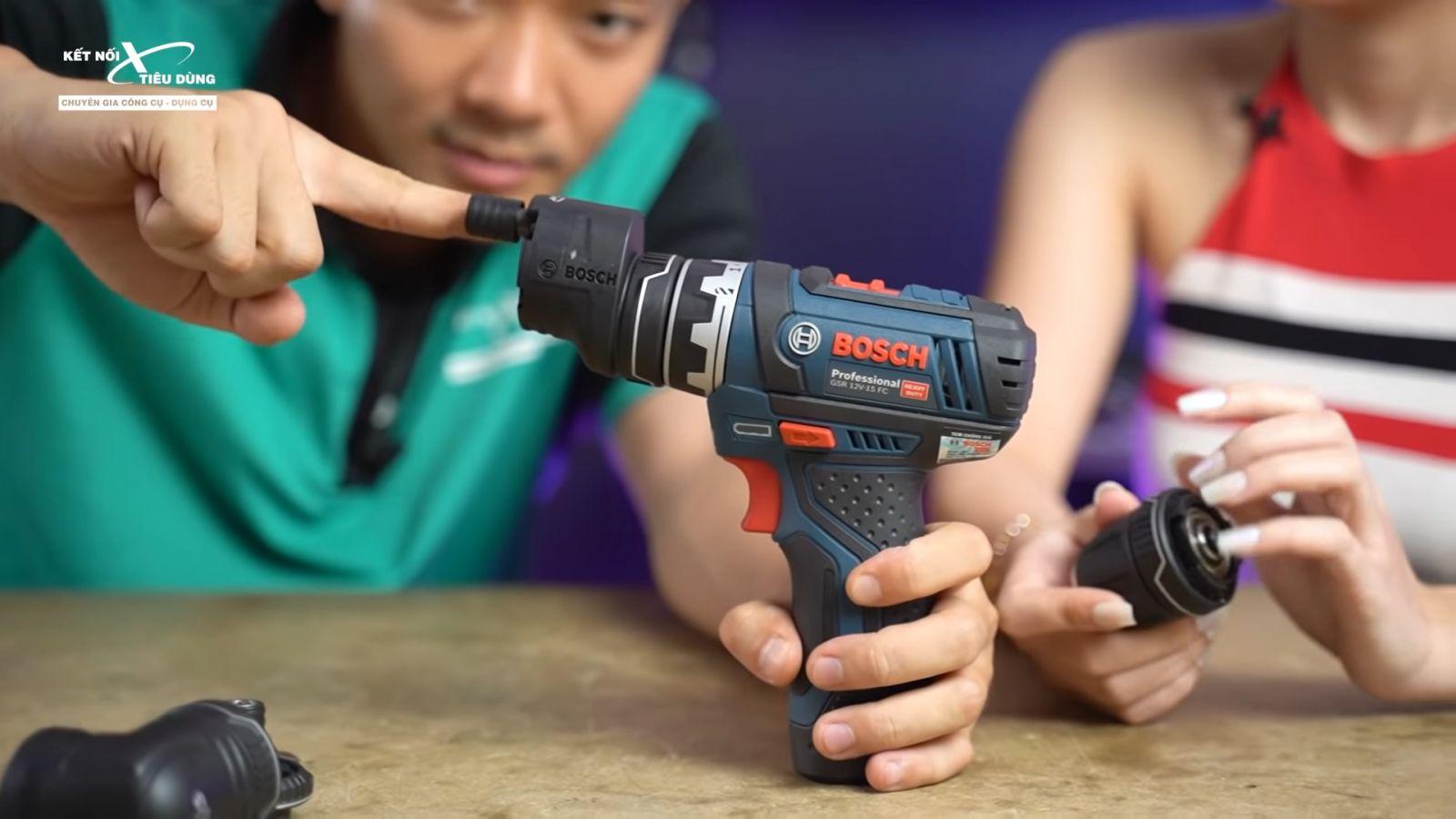Review xử lý mọi ngóc ngách với máy khoan pin Bosch GSR 12V-15FC: siêu gọn nhẹ, công năng linh hoạt với 4 đầu khoan - ưu điểm nổi bật của máy khoan