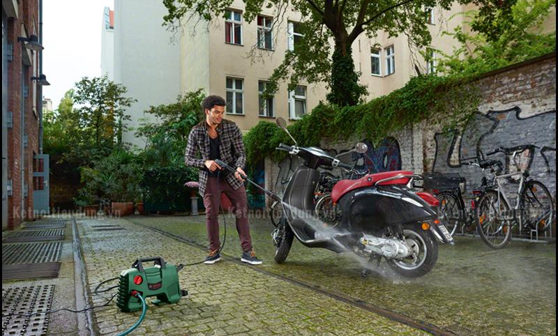 Top 7 thương hiệu máy rửa xe máy cao cấp nhất hiện nay - máy phun xịt rửa xe máy áp lực cao Bosch Easy Aquatak 110 chính hãng